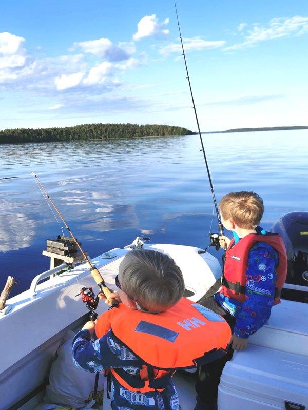 lasten kalastusleiri